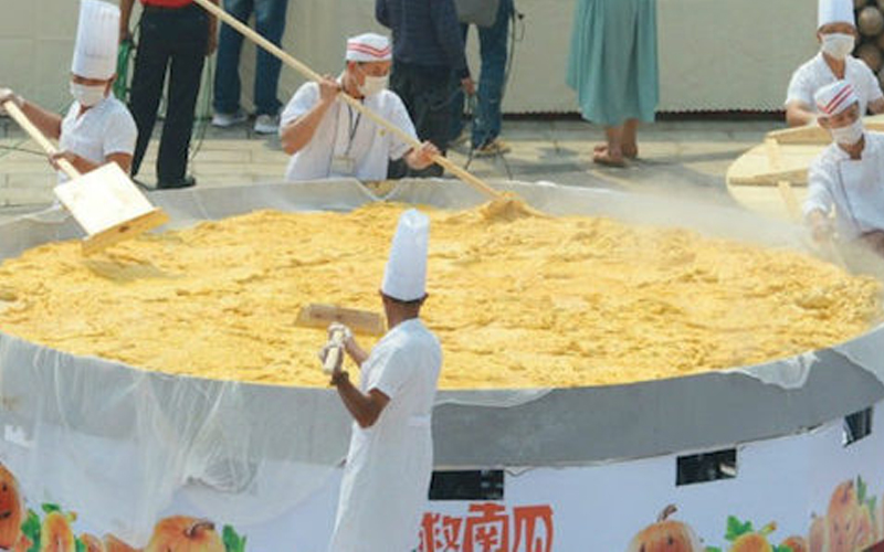 Cooks In China Got Together And Made A 845KG Pumpkin Pie