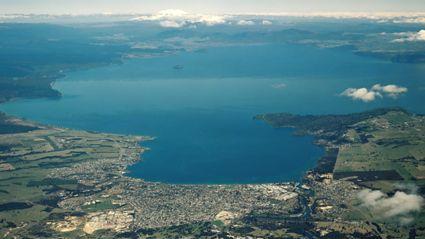 BREAKING NEWS: Plane Crash Into Lake Taupo