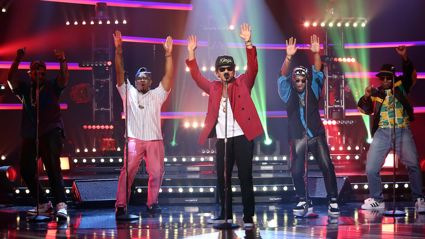 Bruno Mars and Mark Ronson perform Uptown Funk on Ellen