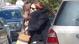 Julia Roberts Is Comforted By Friends After The Death Of Her Mother