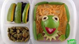 'Lunchbox Dad' Creates Edible Masterpieces for his Kids