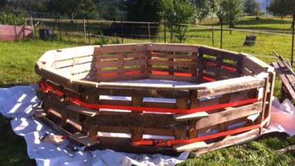 DIY- Make Your Own Swimming Pool From 9 Pallets!
