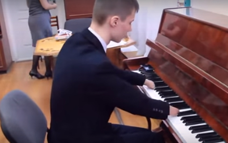 Boy With No Hands Expertly Plays Classical Song On Piano