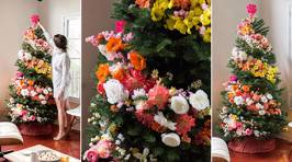 People are decorating their Christmas trees with flowers and the results are beautiful!