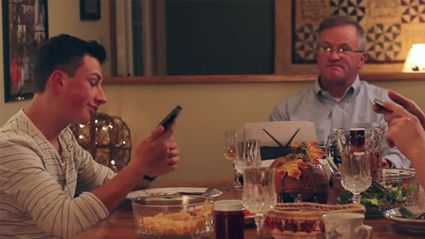 Watch what this brilliant father did to stop his teenagers from texting at the dinner table