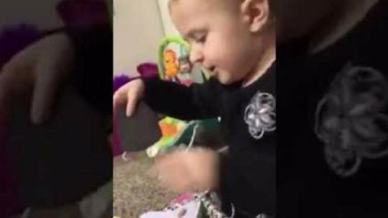 Adorable 2-year-old belts out Dolly Parton's 'Jolene'