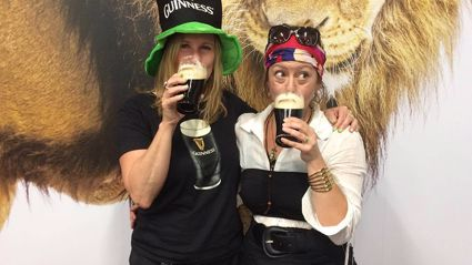 Estelle gets taught how to pour the perfect Guinness