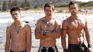 Former Home and Away actor Lincoln Younes is totally ripped now