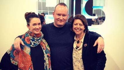 Paul McLaney and Julia Deans join Estelle in the studio to Play On