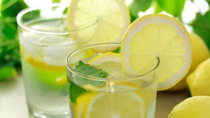 This is why you shouldn't ask for a slice of lemon in your water at restaurants