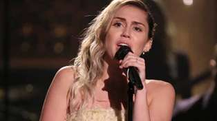 Miley Cyrus performs beautifully chilling rendition of 'The Climb' in Las Vegas tribute