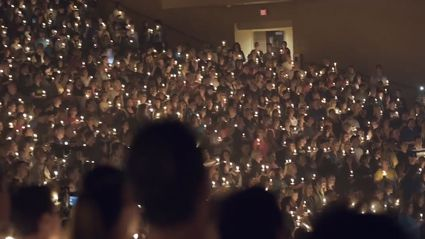 Thousands sing emotional 'Amazing Grace' cover during candlelight vigil for Las Vegas shooting victims