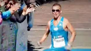 Runner suffers x-rated wardrobe malfunction and accidentally flashes genitals during marathon