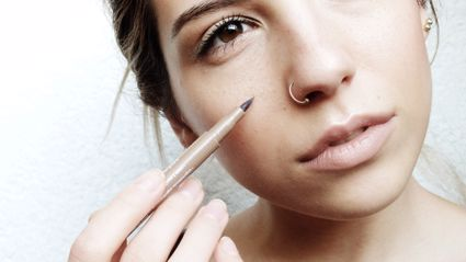 The bizarre new beauty trend everyone is doing...