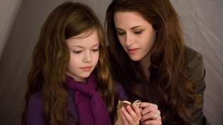Remember Edward and Bella's daughter Renesmee from Twilight? Well this is what she looks like now...