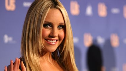 Amanda Bynes tweets for the first time in nearly a year - and she's looking more like her old self!