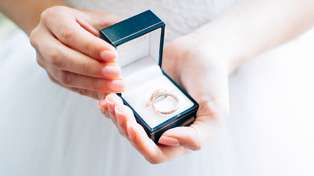 This divorced mum's brilliant idea for her wedding ring will give you all the feels!
