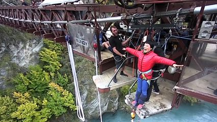 Queenstown tourist hilariously fails to understand that you actually have to jump when bungy jumping