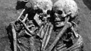 Wife's ultimate sacrifice for 3000-year loving embrace discovered