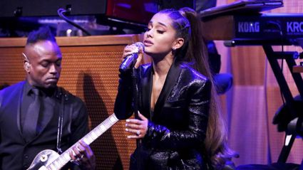 Ariana Grande performs emotional tribute to Aretha Franklin with powerful cover of 'Natural Woman'