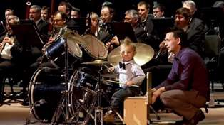 Three-year-old drummer wows while leading an entire Russian orchestra!