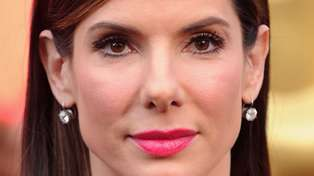 Proof that Sandra Bullock has not aged in the past 25 years!