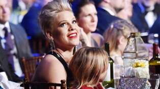 Pink's daughter makes her the SWEETEST homemade Grammy after she loses at 2019 Awards