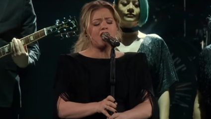 Kelly Clarkson belts out BEAUTIFUL cover of Lady Gaga and Bradley Cooper's 'Shallow'
