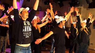 The Big Bang Theory cast perform EPIC flashmob to Backstreet Boys' 'Larger Than Life'