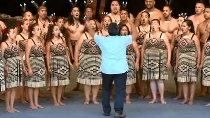 Kiwi kapa haka group performs INCREDIBLE a cappella cover of 'Bohemian Rhapsody' in Te Reo Māori!