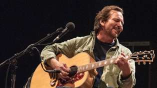 Pearl Jam's Eddie Vedder performs breathtaking cover of 'Maybe It's Time' from A Star Is Born