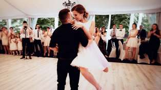 Newlyweds surprise their wedding guests with EPIC 'Dirty Dancing' first dance!