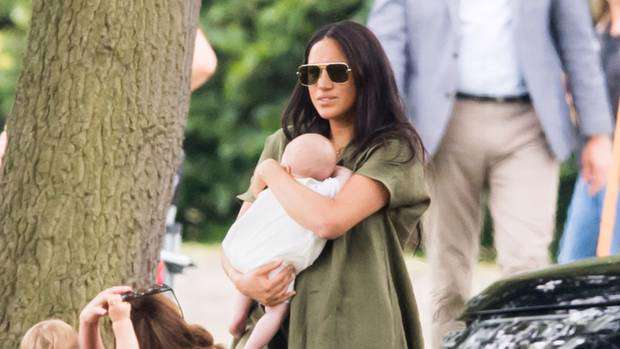 she doesn t know how to carry her own baby meghan markle mum shamed after first outing with archie meghan markle mum shamed after first