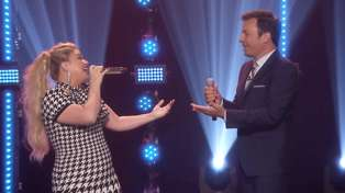 Watch Kelly Clarkson kill it during Jimmy Fallon's 'Beat Battle' with her stunning voice