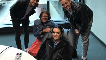 Estelle chats with the stars of American Idiot the Musical from a massage chair