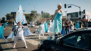 James Corden and 'Frozen' cast literally stop traffic with live musical in the street
