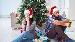 It turns out Christmas is peak break up time: Will your relationship end these holidays?
