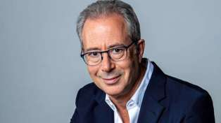 Comedy legend Ben Elton swears he won't be telling 'dad jokes' on his upcoming NZ tour