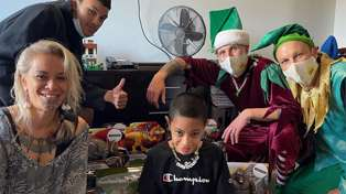 Jono and Ben deliver Christmas surprise for brave 8-year-old Kiwi in Ronald McDonald House